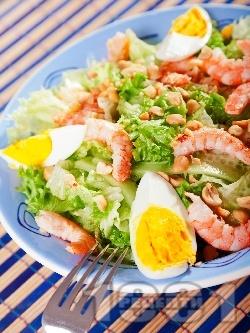 Зелена салата със скариди, фъстъци и яйца - снимка на рецептата